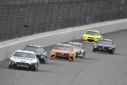 Landon Cassill, Front Row Motorsports Ford, Brett Moffitt, BK Racing Toyota, Daniel Suárez, Joe Gibb