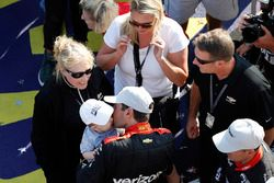 Will Power, Team Penske Chevrolet, sur le podium avec son fils Beau