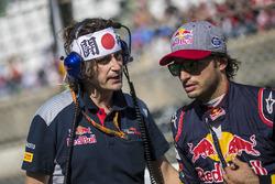 Carlos Sainz Jr., Scuderia Toro Rosso and Marco Matassa, Scuderia Toro Rosso Engineer