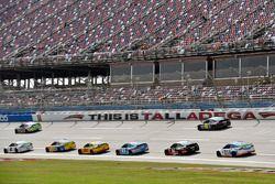 Brad Keselowski, Team Penske Ford e David Ragan, Front Row Motorsports, Ford Fusion