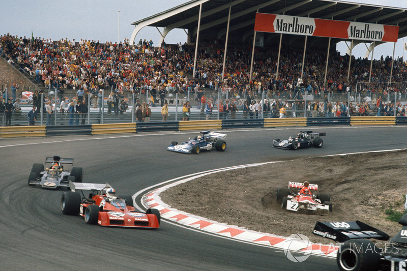 Niki Lauda, BRM P160E, goes off, Chris Amon, Tecno PA123B, Emerson Fittipaldi, Lotus 72E Ford, Mike Hailwood, Surtees TS14A Ford, y David Purley, March 731 Ford
