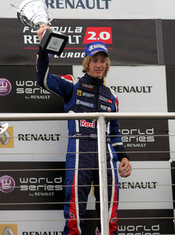 Podio: il vincitore della gara Brendon Hartley, Epsilon Red Bull Team