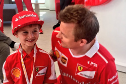 Kimi Raikkonen, Ferrari con il giovane tifoso Thomas