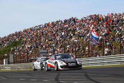 #99 Dylan Derdaele, De Bokkenrijders, Porsche GT3 Cup 991 in front of #53 Umit Ulku, Toksport WRT, P