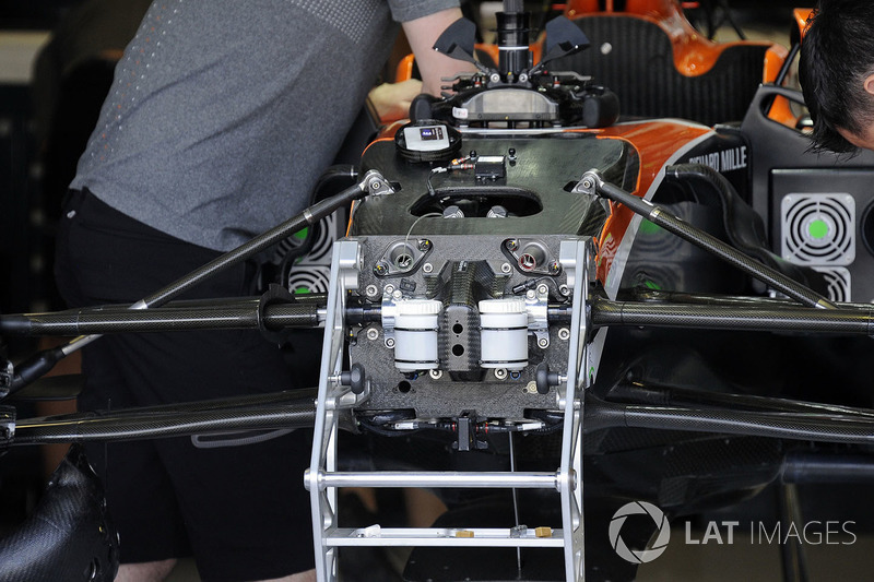 McLaren MCL32 front suspension and chassis detail