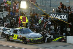 William Byron, JR Motorsports Chevrolet pit stop