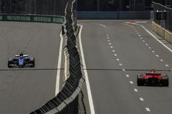 Marcus Ericsson, Sauber C36 e Kimi Raikkonen, Ferrari SF70H