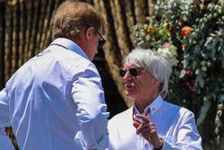 Bernie Ecclestone, parle à Danny Sullivan, commissaire de la FIA et vainqueur des 500 Miles d'Indianapolis 1985