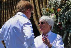 Bernie Ecclestone, talks, Danny Sullivan, FIA Steward