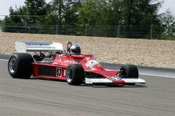 Автомобиль Ensign N177 пилотировался Клеем Регаццони и Жаки Иксом в сезоне-1977, а также Нельсоном П