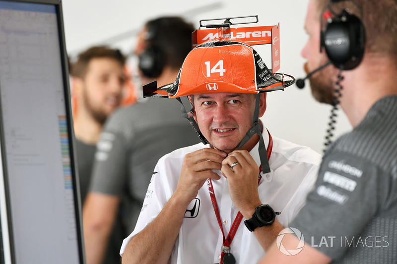 Jonathan Neale, McLaren Managing Director and fans hat