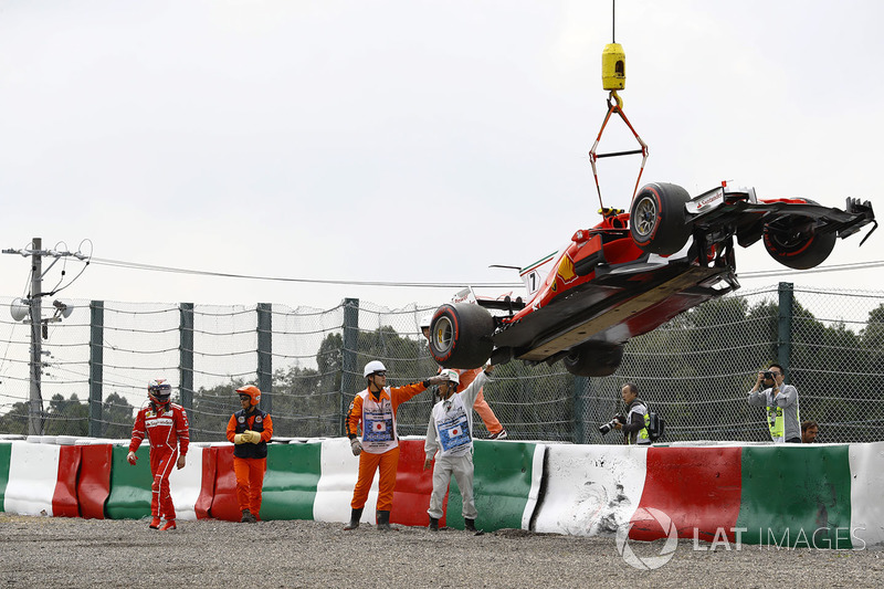 Marshals remove the car of Kimi Raikkonen, Ferrari SF70H, after a crash