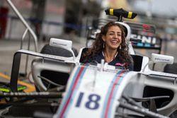 Giselle Zarur, reportera de Canal F1 Latin America en el Williams FW40