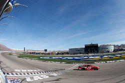 Martin Truex Jr., Furniture Row Racing Toyota se lleva la victoria