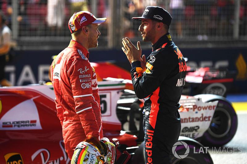 Sebastian Vettel, Ferrari e Daniel Ricciardo, Red Bull Racing nel parco chiuso