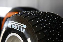 Spike-Reifen von Pirelli
