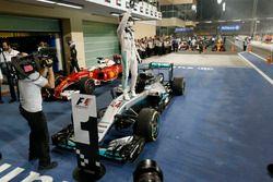 Le vainqueur Lewis Hamilton, Mercedes AMG F1 W07 Hybrid