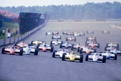 Start: Rick Mears, March 84C Cosworth leads Mario Andretti, Lola T800 Cosworth