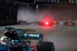 Sebastian Vettel, Ferrari SF70H en marche arrière après son accident