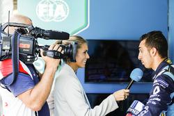 Sébastien Buemi, Renault e.Dams, talks with Nikki Shields