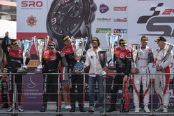 AM-Cup podio: #888 Kessel Racing Ferrari 488 GT3: Jacques Duyver, Marco Zanuttini, David Perel, Niki
