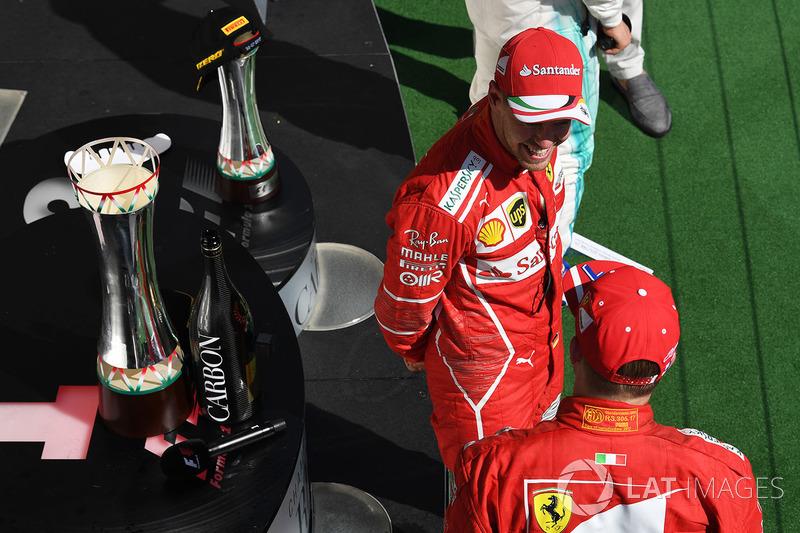 Podio: ganador de la carrera Sebastian Vettel, Ferrari, segundo lugar Kimi Raikkonen, Ferrari