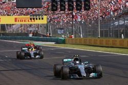 Valtteri Bottas, Mercedes AMG F1 W08, Lewis Hamilton, Mercedes AMG F1 W08, Max Verstappen, Red Bull Racing RB13