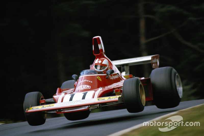 Conductor de Ferrari Clay Regazzoni en el descenso después de Pflanzgarten
