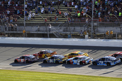 Kyle Larson, Chip Ganassi Racing Chevrolet Denny Hamlin, Joe Gibbs Racing Toyota restart