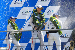GTE Pro podium: segundo, Andy Priaulx, Harry Tincknell, Pipo Derani, Ford Chip Ganassi Racing