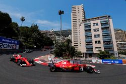 Arrancada: Kimi Raikkonen, Ferrari SF70H, Sebastian Vettel, Ferrari SF70H, Valtteri Bottas, Mercedes