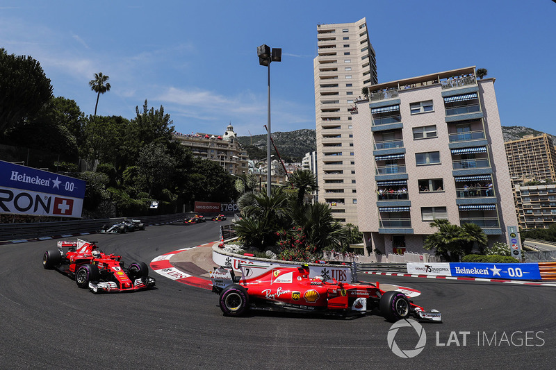 Kimi Raikkonen, Ferrari SF70H, Sebastian Vettel, Ferrari SF70H, Valtteri Bottas, Mercedes AMG F1 W08, at the start of the race