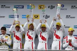 Podium: winnaars #29 Audi Sport Team Land-Motorsport, Audi R8 LMS: Christopher Mies, Connor De Phill