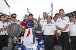 Winnaar Takuma Sato, Andretti Autosport Honda met Art St Cyr en HPD Honda team