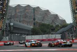 #86 Gulf Racing Porsche 911 RSR: Michael Wainwright, Ben Barker, Nick Foster, #51 AF Corse Ferrari 4