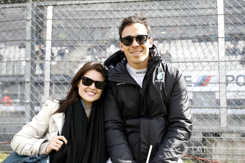 Robert Wickens, Mercedes-AMG Team HWA, Mercedes-AMG C63 DTM, mit seiner Freundin