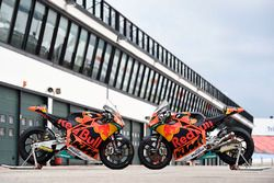 Les motos de Miguel Oliveira, Red Bull KTM Ajo, Brad Binder, Red Bull KTM Ajo