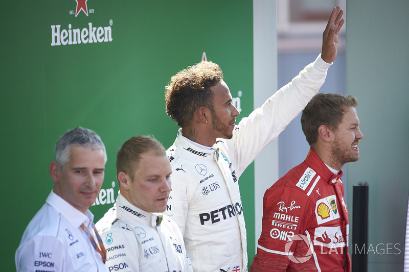 Podio: ganador de la carrera Lewis Hamilton, Mercedes AMG F1, segundo lugar Valtteri Bottas, Mercede