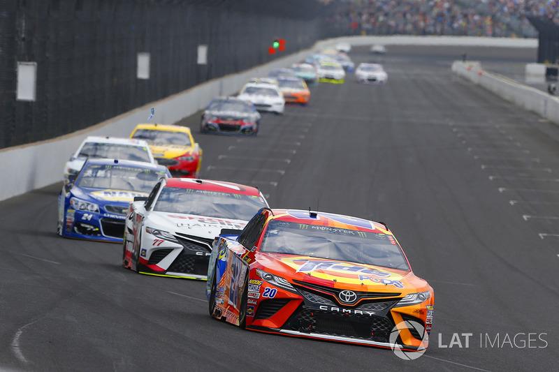 Matt Kenseth, Joe Gibbs Racing Toyota, Erik Jones, Furniture Row Racing Toyota