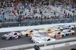 Trevor Bayne, Roush Fenway Racing Ford Michael McDowell, Leavine Family Racing Chevrolet