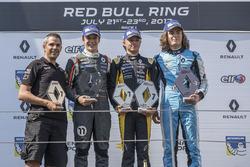 Podyum: Yarış galibi Max Fewtrell, Tech 1 Racing, 2. Sacha Fenestraz, Josef Kaufmann Racing, 3. Max