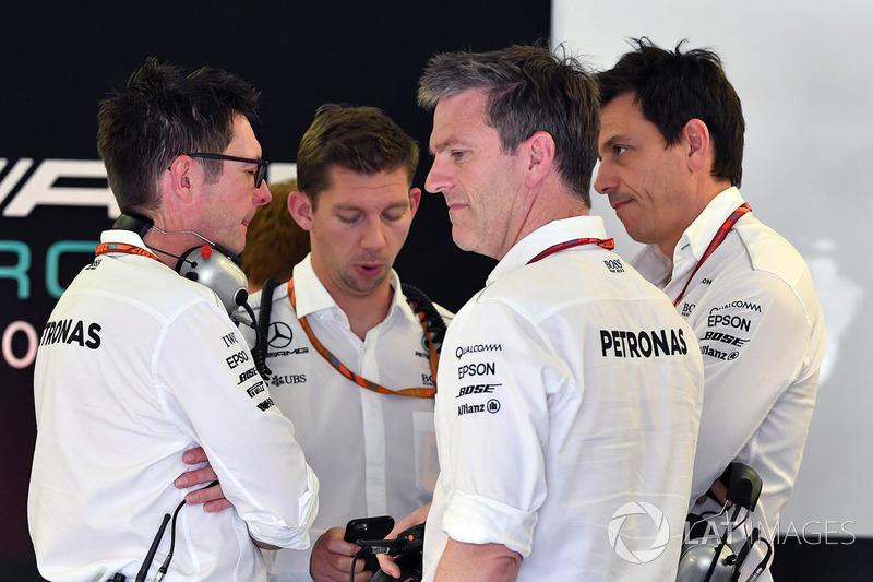 Енді Шовлін, інженер Mercedes AMG F1 W08, Джеймс Аллісон, технічний директор Mercedes AMG F1 W08, То