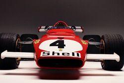 La Ferrari 312B in pista a Monza, dopo la curva del Serraglio, per le riprese del documentario omoni
