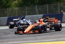Stoffel Vandoorne, McLaren MCL32, Jolyon Palmer, Renault Sport F1 Team RS17, Marcus Ericsson, Sauber