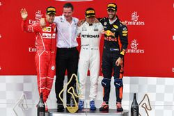 Podium: racewinnaar Valtteri Bottas, Mercedes AMG F1, tweede plaats Sebastian Vettel, Ferrari, derde plaats Daniel Ricciardo, Red Bull Racing
