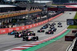Raoul Hyman, Campos Racing precede Giuliano Alesi, Trident, e il resto del gruppo alla partenza