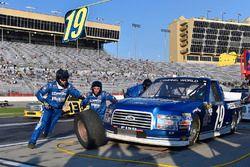 Austin Cindric, Brad Keselowski Racing Ford pit stop