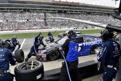 Kasey Kahne, Hendrick Motorsports Chevrolet, pit stop
