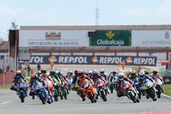 Aksi start Moto3 Junior World Championship