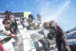 Les vainqueurs Thierry Neuville, Nicolas Gilsoul, Hyundai Motorsport, les deuxièmes Elfyn Evans, Daniel Barritt, M-Sport, les troisièmes Ott Tänak, Martin Järveoja, M-Sport